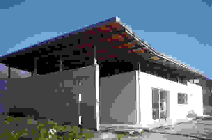 Casa a Corte Case moderne di raffaele iandolo architetto Moderno