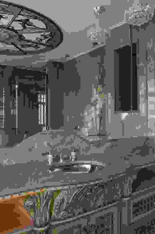 Ванная комната:  в современный. Автор – Студия Анны Куликовой и Павла Миронова, Модерн