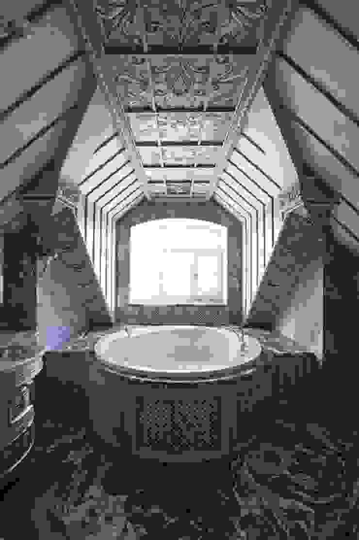 Ванная комната хозяев:  в современный. Автор – Студия Анны Куликовой и Павла Миронова, Модерн