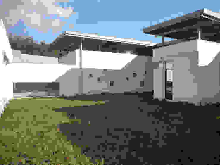 Casa a Corte raffaele iandolo architetto Case moderne