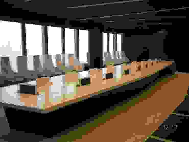 sala de juntas Oficinas y tiendas de estilo moderno de CANDIDO HERMIDA N.M Moderno