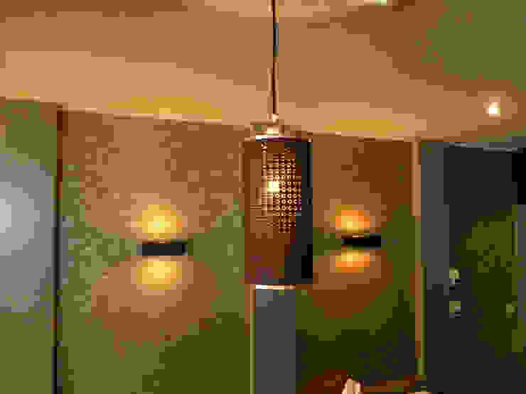 Sparkle hanglampen in een restaurant in België: modern  door DesignStudioVandaag, Modern