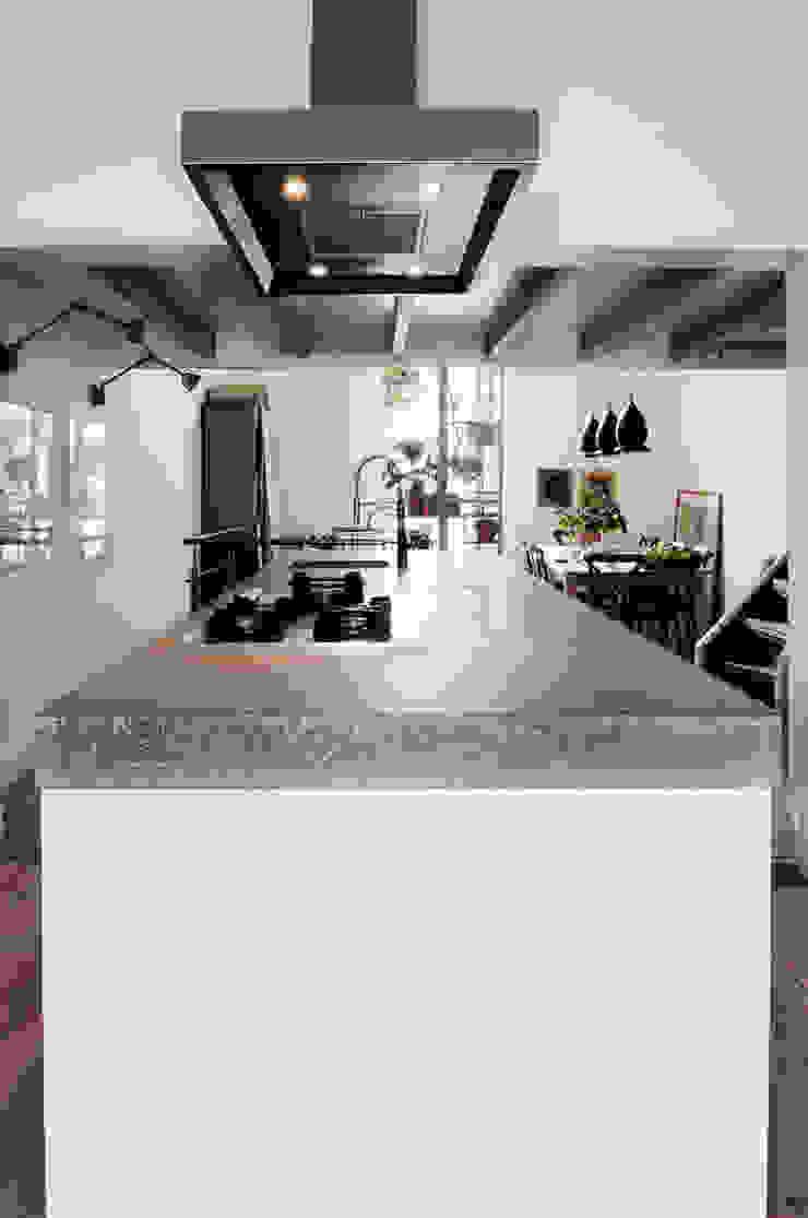 Renovatie souterrain en bel-etage aan de gracht Moderne keukens van Kodde Architecten bna Modern