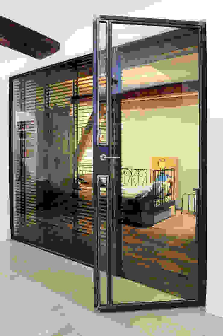 Renovatie souterrain en bel-etage aan de gracht Moderne kinderkamers van Kodde Architecten bna Modern