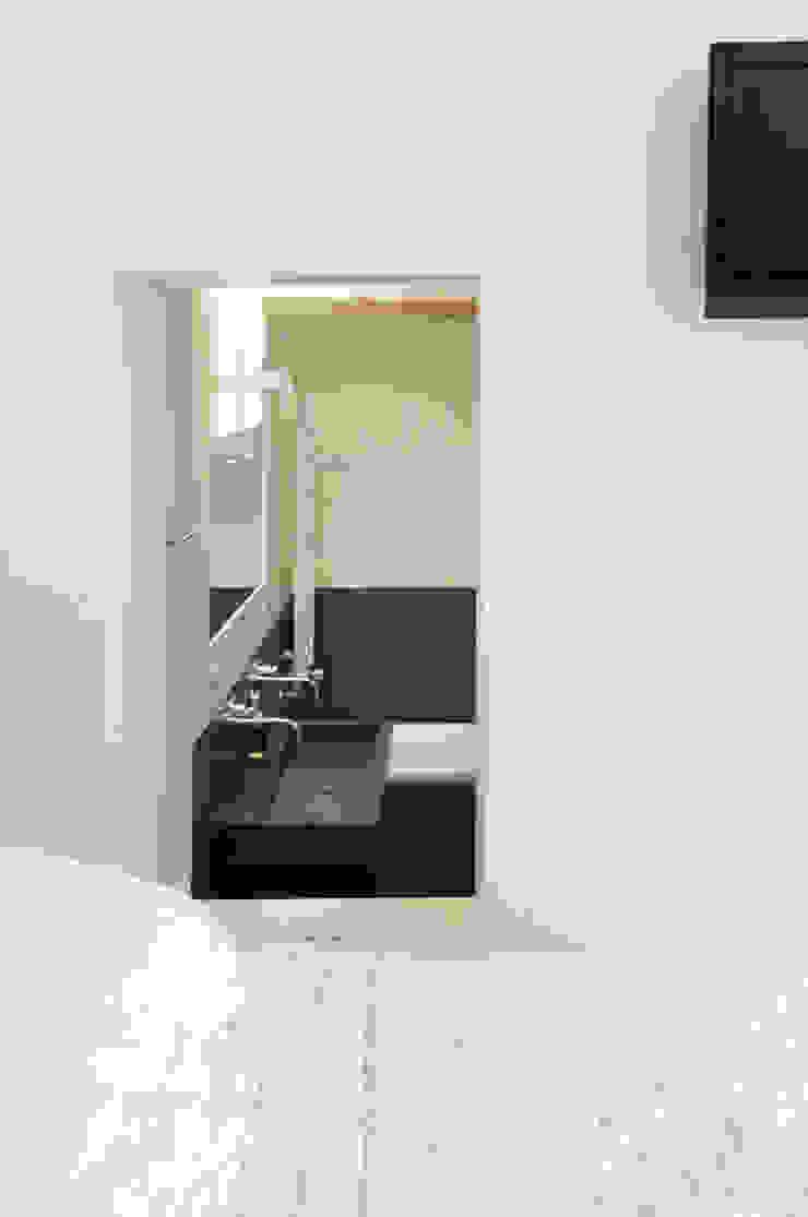 Renovatie souterrain en bel-etage aan de gracht Moderne badkamers van Kodde Architecten bna Modern