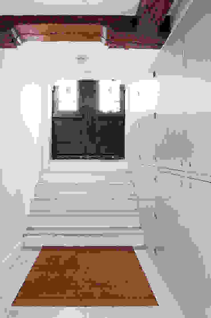 Renovatie souterrain en bel-etage aan de gracht Moderne gangen, hallen & trappenhuizen van Kodde Architecten bna Modern