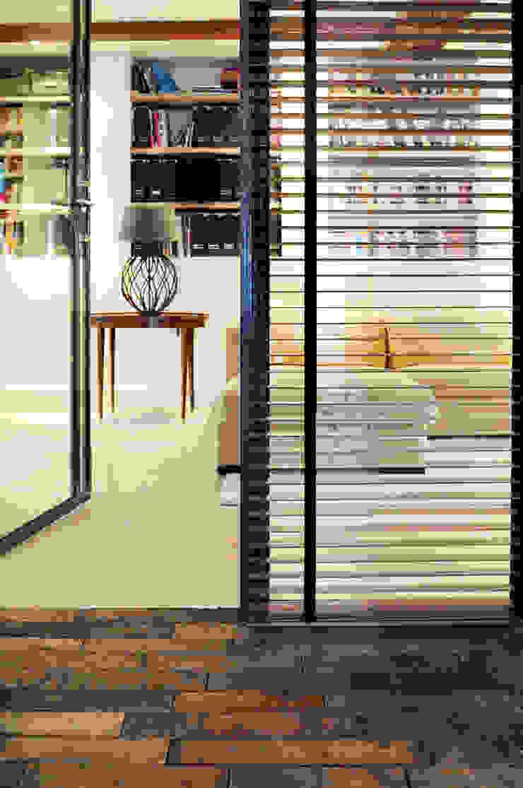 Окна и двери в стиле лофт от Kodde Architecten bna Лофт