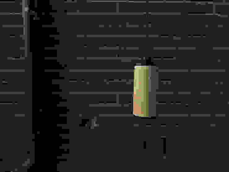 Sparkle100 - Ø100x200mm - Eiken/Mat Zwart: modern  door DesignStudioVandaag, Modern