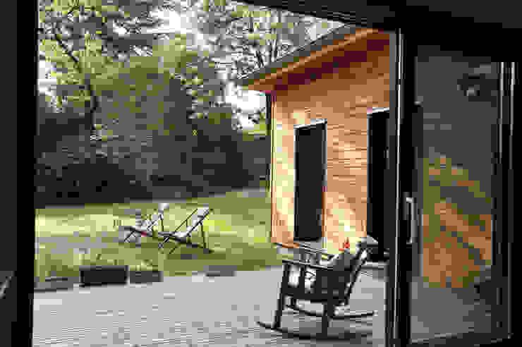 Maison Ossature bois à Oullins Balcon, Veranda & Terrasse modernes par Empreinte Constructions bois Moderne