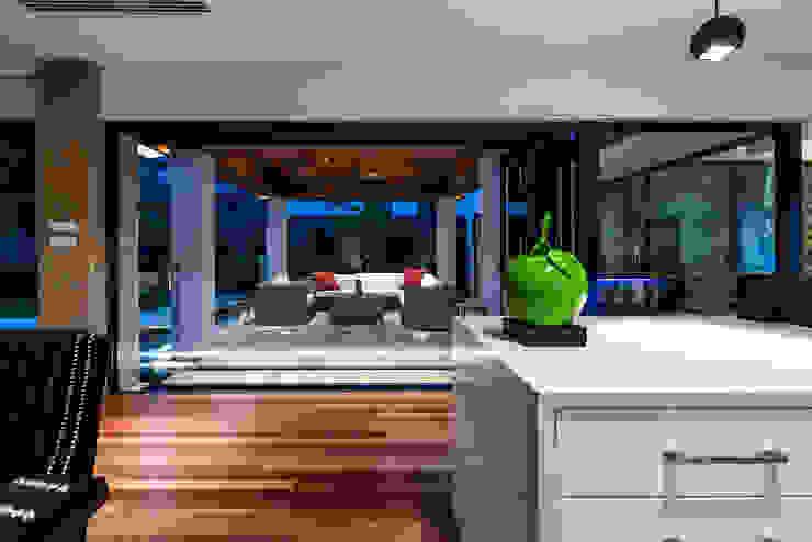 Floreat Residence Balcones y terrazas modernos de Moda Interiors Moderno
