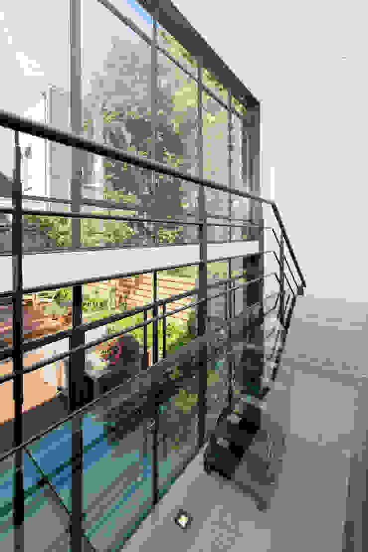 Complete verbouwing en inrichting herenhuis Industriële gangen, hallen & trappenhuizen van Kodde Architecten bna Industrieel