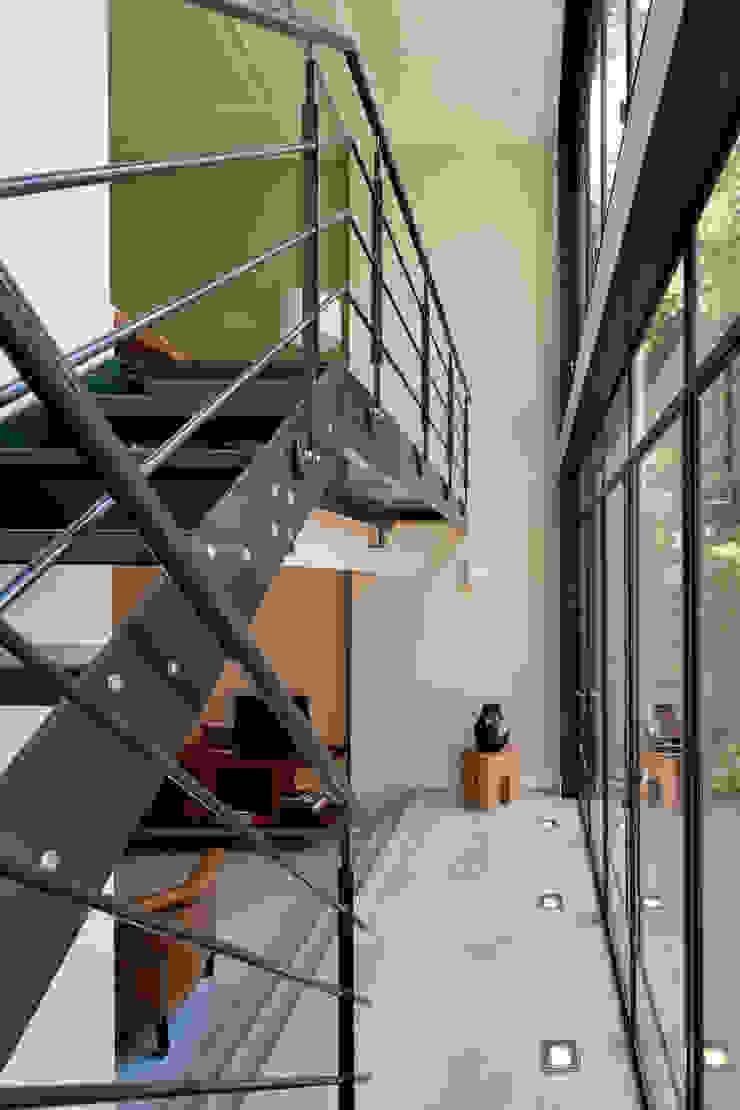 Complete verbouwing en inrichting herenhuis Moderne gangen, hallen & trappenhuizen van Kodde Architecten bna Modern
