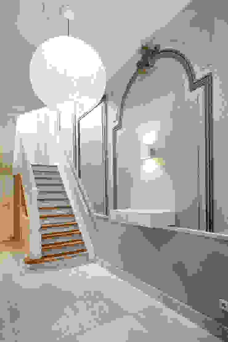 Complete verbouwing en inrichting herenhuis Klassieke gangen, hallen & trappenhuizen van Kodde Architecten bna Klassiek
