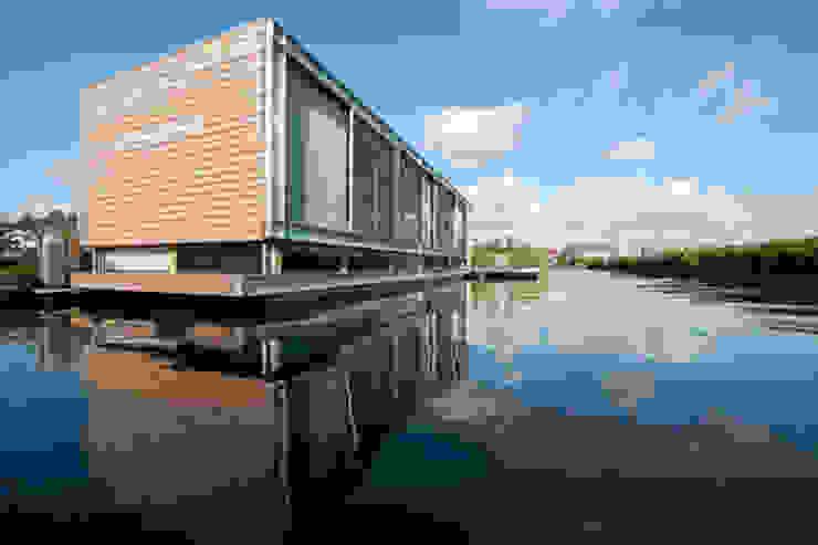 Woonboot in glas en staal Moderne huizen van Kodde Architecten bna Modern