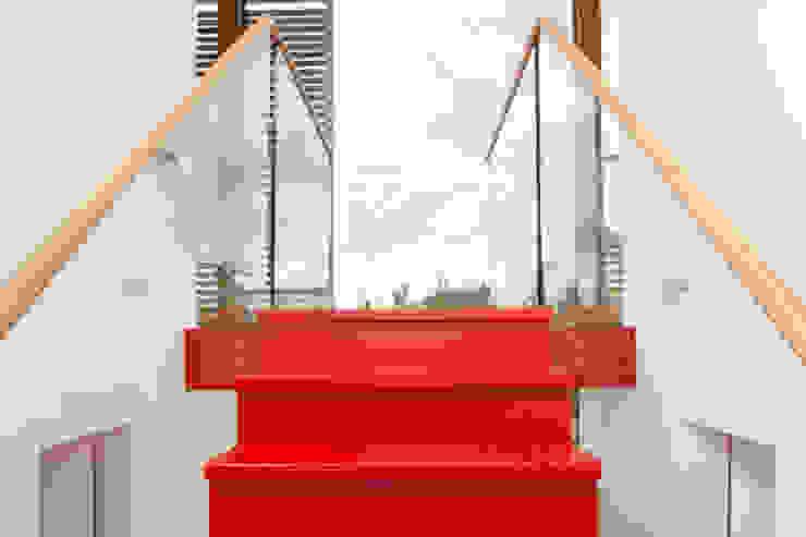 Woonboot in glas en staal Moderne gangen, hallen & trappenhuizen van Kodde Architecten bna Modern