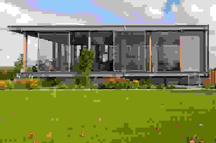 Woonboot in glas en staal Moderne tuinen van Kodde Architecten bna Modern