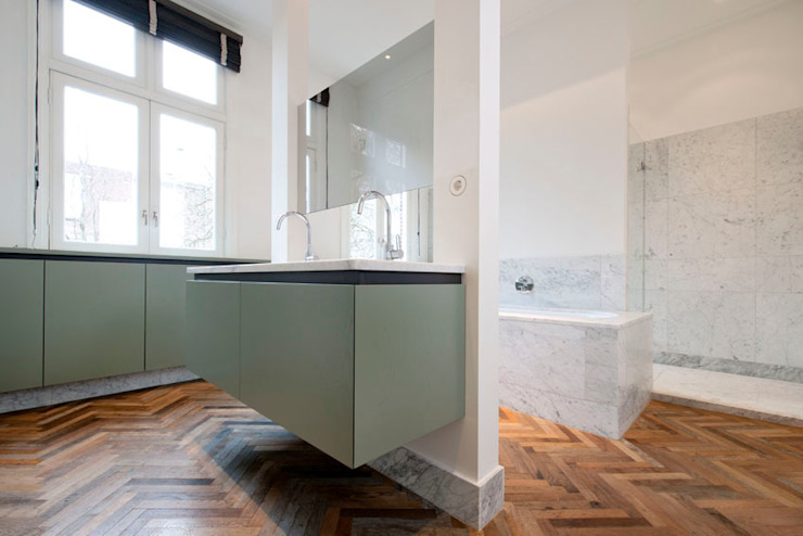 Herenpand met originele uitstraling Moderne badkamers van Kodde Architecten bna Modern