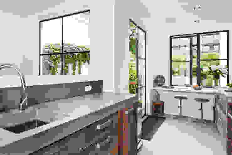 Vernieuwbouw grachtenpand Moderne keukens van Kodde Architecten bna Modern