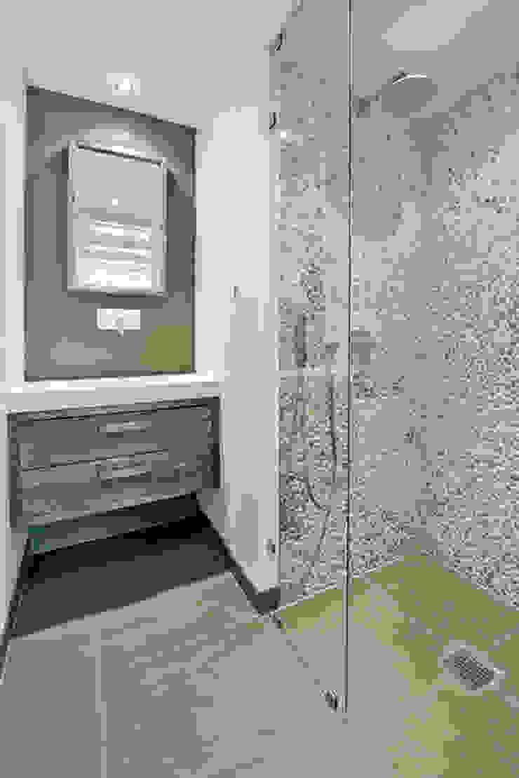 Vernieuwbouw grachtenpand Moderne badkamers van Kodde Architecten bna Modern