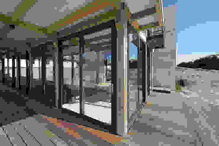 Modern style balcony, porch & terrace by Kodde Architecten bna Modern