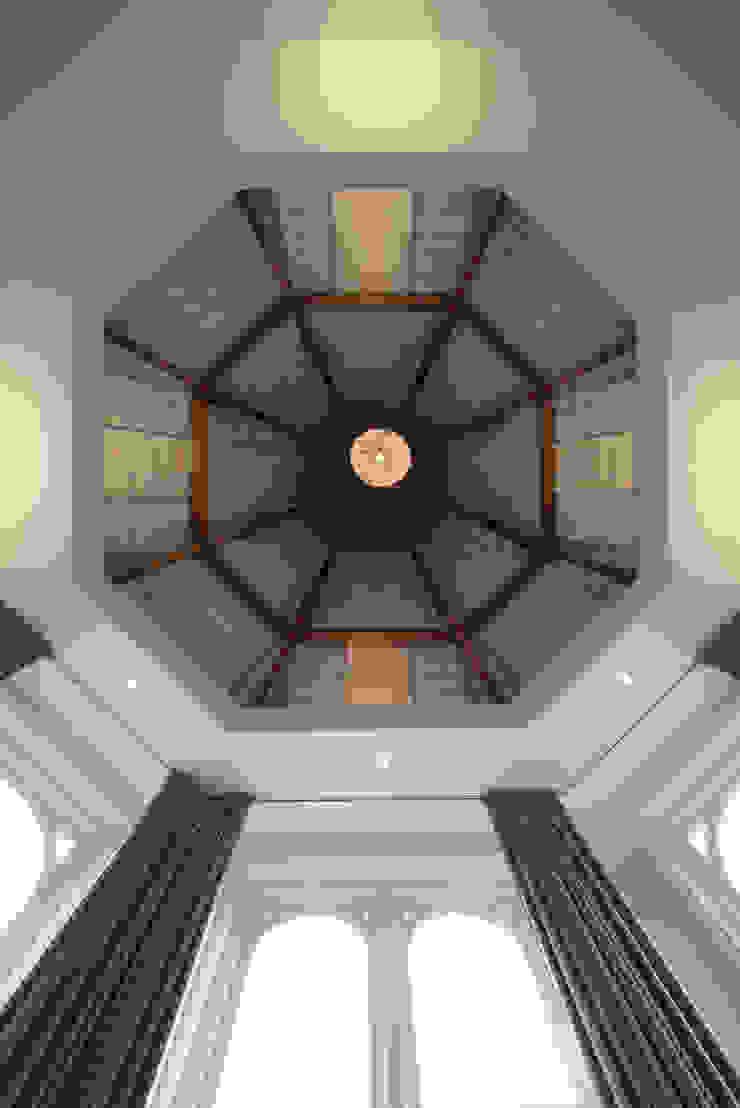 Quartos clássicos por Kodde Architecten bna Clássico