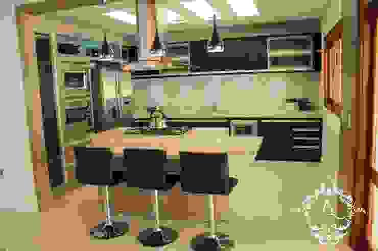 Modern kitchen by Apê 102 Arquitetura Modern