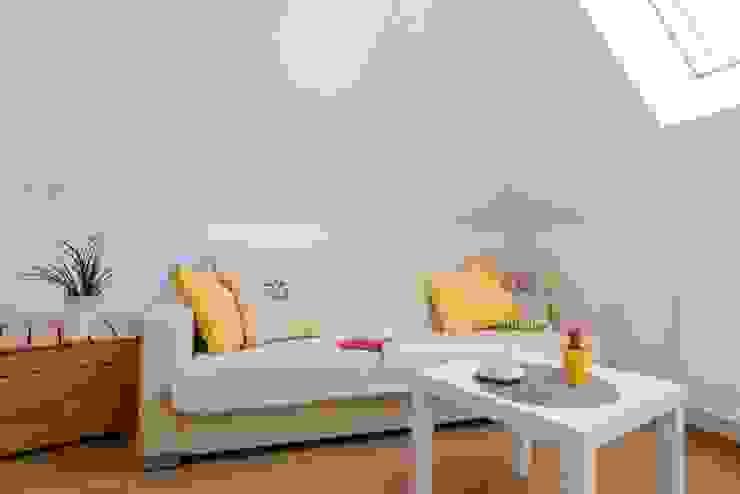 Dom z Głębokiej, home staging: styl , w kategorii Salon zaprojektowany przez Sceny Domowe,Skandynawski