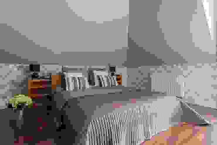 Dom z Głębokiej, home staging: styl , w kategorii Sypialnia zaprojektowany przez Sceny Domowe,Klasyczny