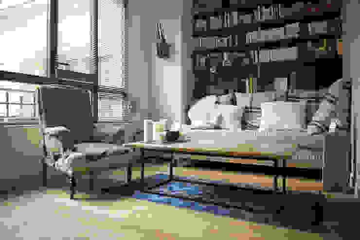 Soggiorno moderno di Atelier Grey Moderno