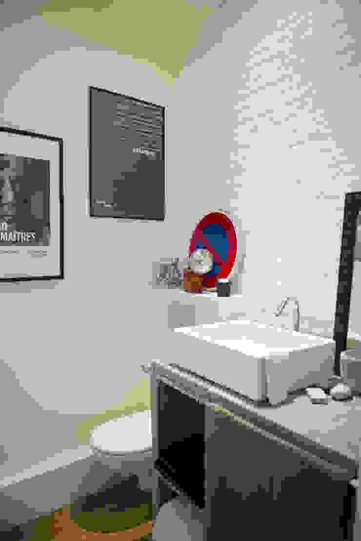 Modern style bathrooms by Atelier Grey Modern