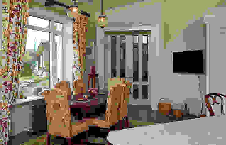 Загородный дом во Владимире Столовая комната в классическом стиле от ROSBRI DECORATION STUDIO Классический