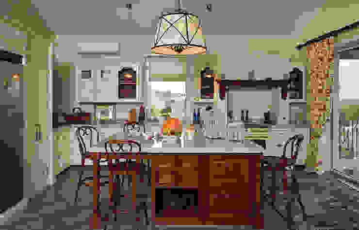Загородный дом во Владимире Кухня в классическом стиле от ROSBRI DECORATION STUDIO Классический