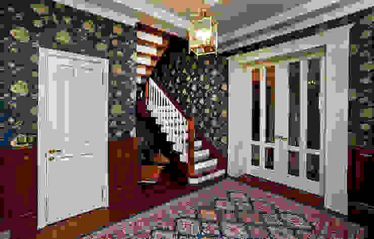 Загородный дом во Владимире Коридор, прихожая и лестница в классическом стиле от ROSBRI DECORATION STUDIO Классический