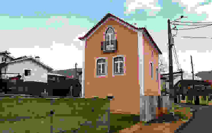 Moradia Castro: Casas  por EVA | evolutionary architecture,