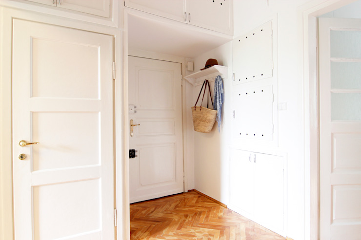 Scandinavian style corridor, hallway& stairs by Better Home Scandinavian
