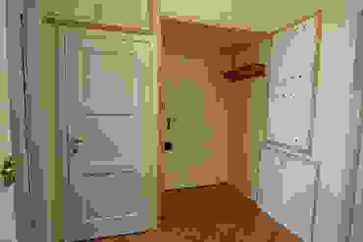 PRZEDPOKÓJ PRZED METAMORFOZĄ od Better Home Interior Design Skandynawski