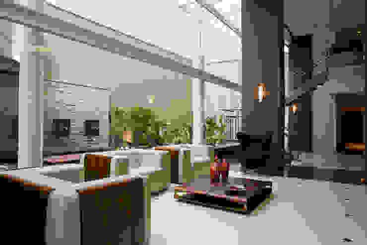 Solar dos Plátanos Corredores, halls e escadas modernos por Mantovani e Rita Arquitetura Moderno