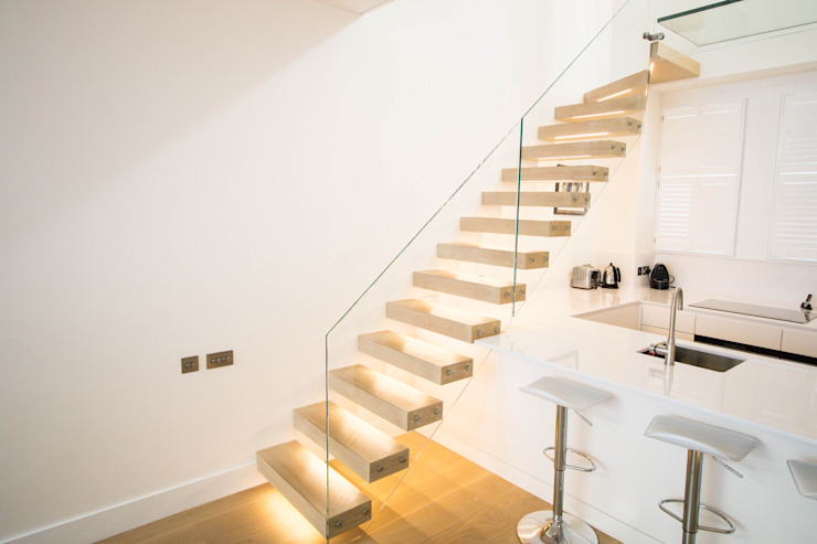 Floating Staircase with Oak Treads and LED Lights: modern  by Railing London Ltd, Modern
