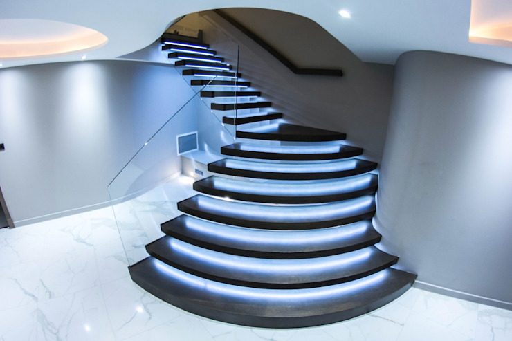 Exclusive Cantilever Floating staircase with LED Lights Railing London Ltd Vestíbulos, pasillos y escalerasEscaleras