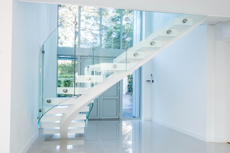 White Curved Middle-spine Stairway: modern  by Railing London Ltd, Modern