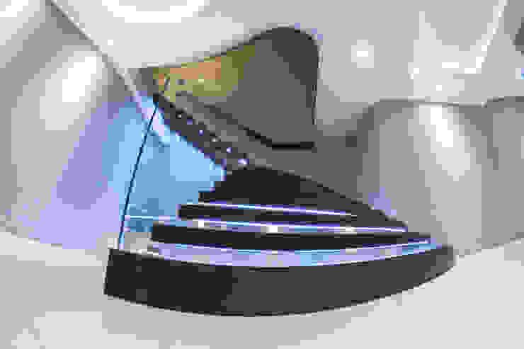 Exclusive Cantilever Floating staircase with LED Lights Railing London Ltd Couloir, entrée, escaliersEscaliers