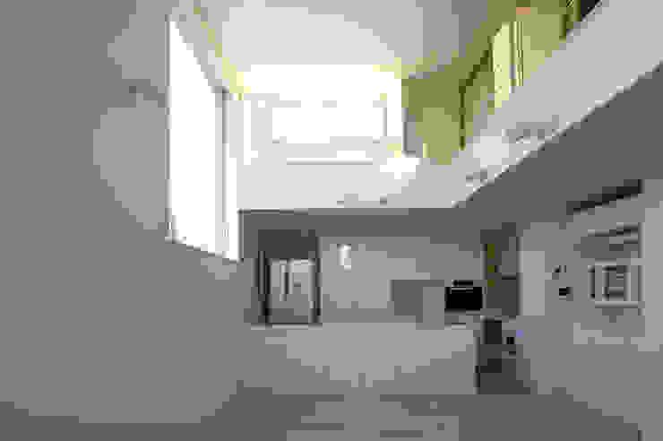 House I Minimalist kitchen by 森吉直剛アトリエ/MORIYOSHI NAOTAKE ATELIER ARCHITECTS Minimalist
