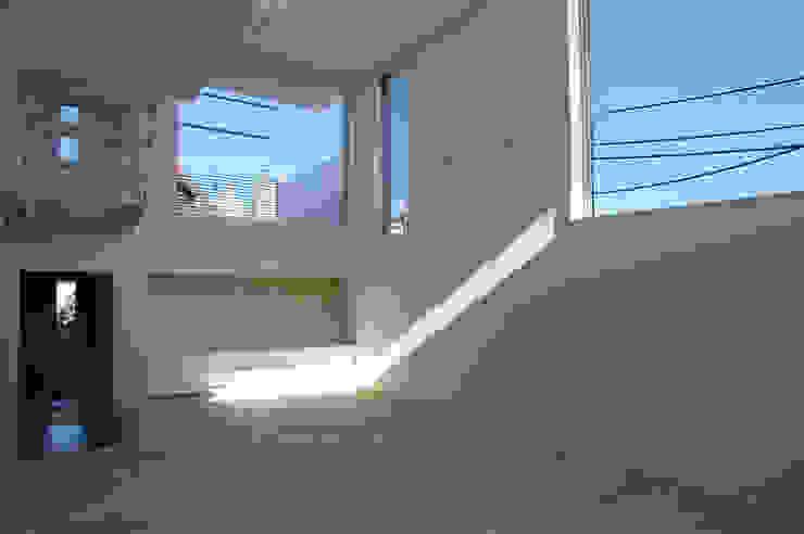 House I Minimalist living room by 森吉直剛アトリエ/MORIYOSHI NAOTAKE ATELIER ARCHITECTS Minimalist