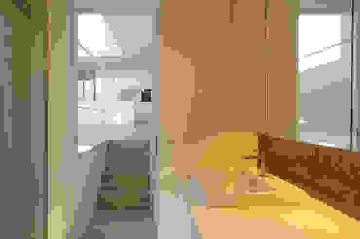 House I Minimalist bathroom by 森吉直剛アトリエ/MORIYOSHI NAOTAKE ATELIER ARCHITECTS Minimalist