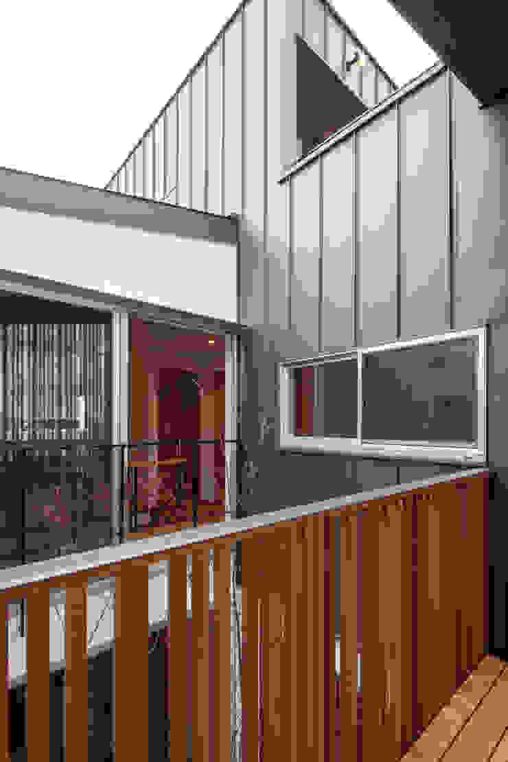 岸和田の家 中庭 モダンデザインの テラス の 神谷徹建築設計事務所 モダン