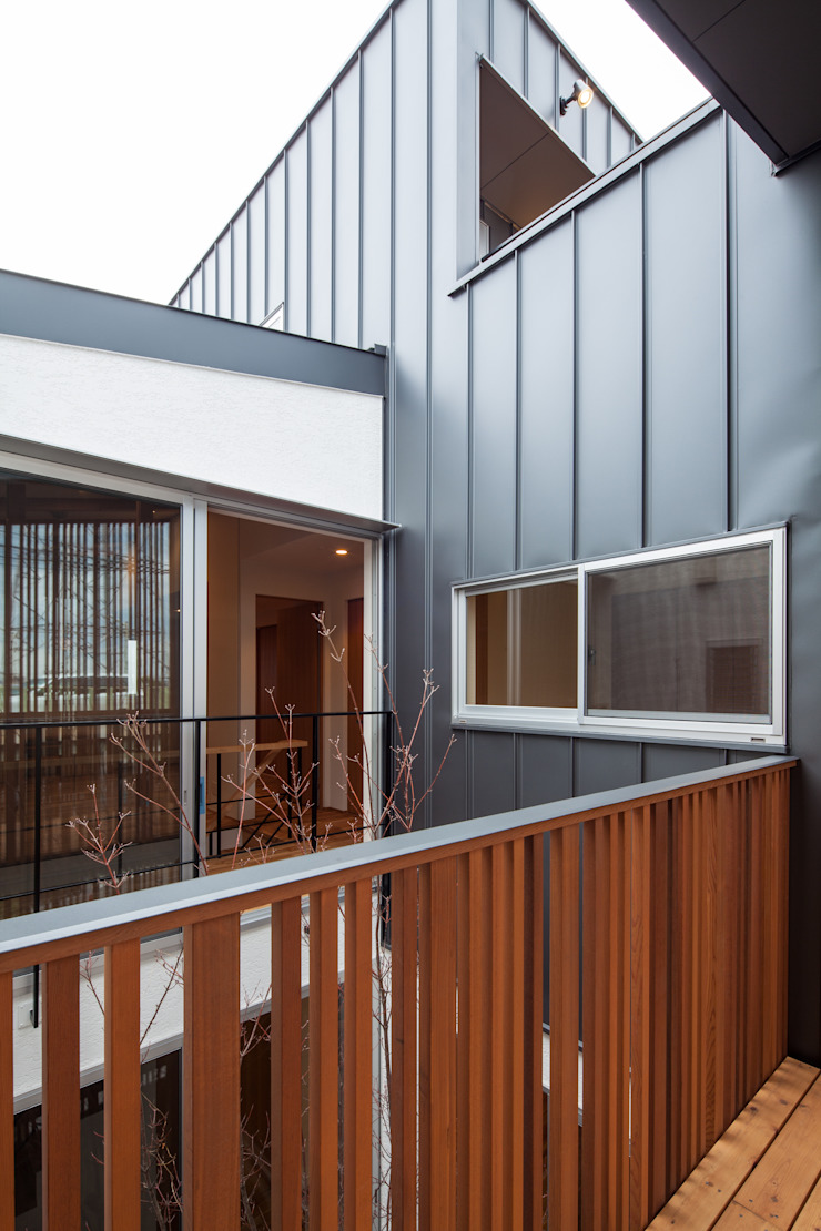 Modern terrace by 神谷徹建築設計事務所 Modern