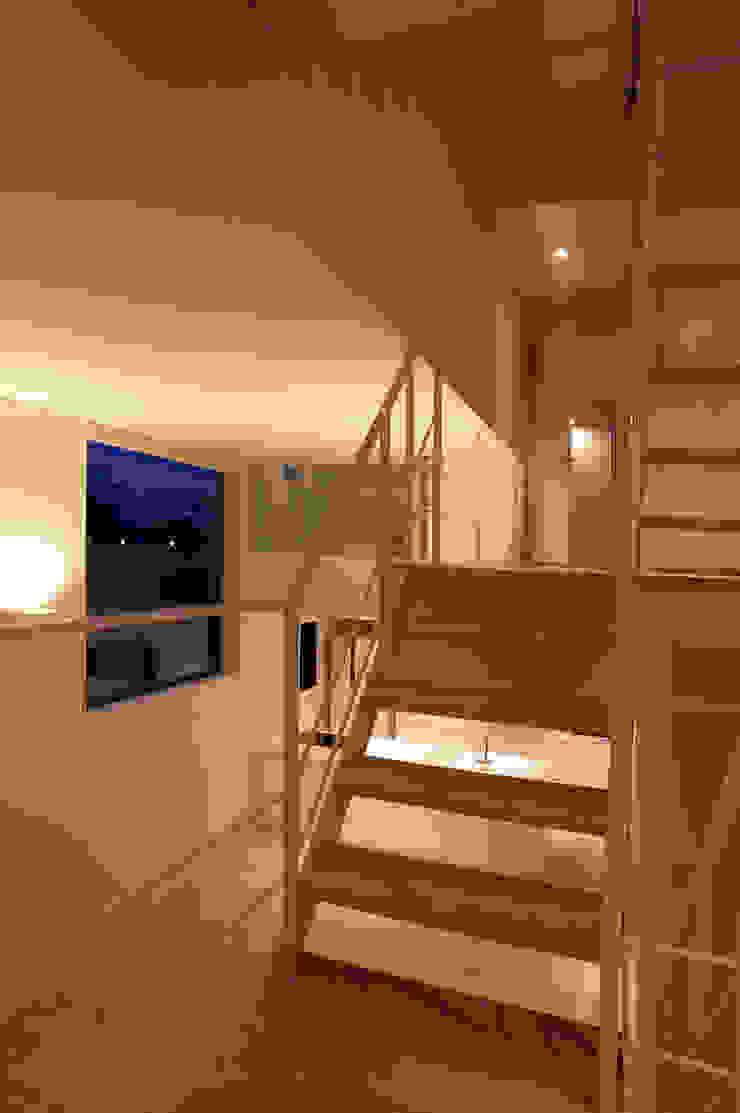 House I Minimalist corridor, hallway & stairs by 森吉直剛アトリエ/MORIYOSHI NAOTAKE ATELIER ARCHITECTS Minimalist