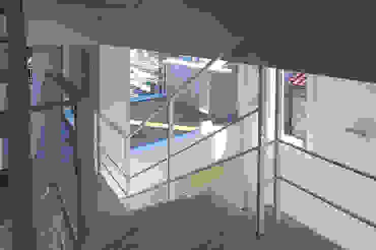 House I Minimalist balcony, veranda & terrace by 森吉直剛アトリエ/MORIYOSHI NAOTAKE ATELIER ARCHITECTS Minimalist