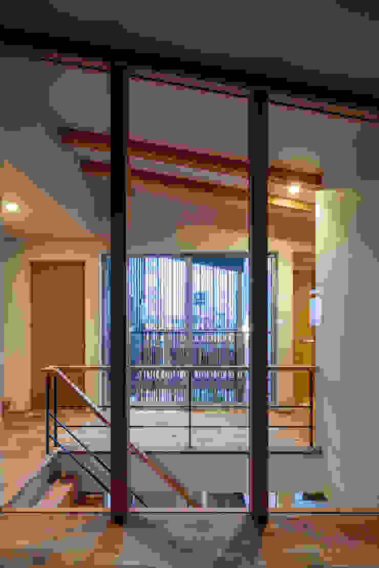 Moderner Flur, Diele & Treppenhaus von 神谷徹建築設計事務所 Modern