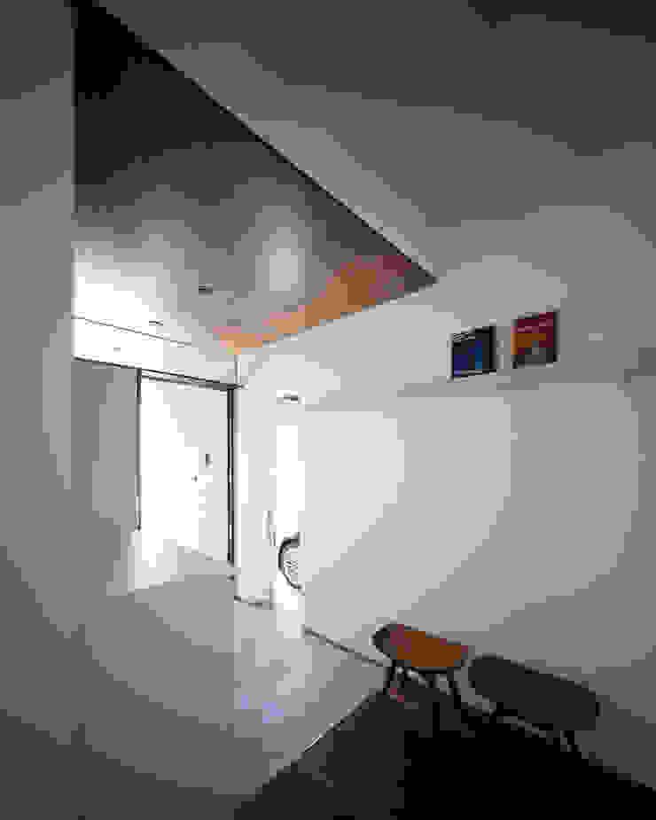 高松の家-oyamaya- モダンスタイルの 玄関&廊下&階段 の タカオジュン建築設計事務所-JUNTAKAO.ARCHITECTS- モダン